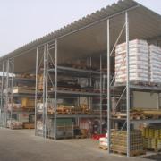 Palettenregale mit Dach